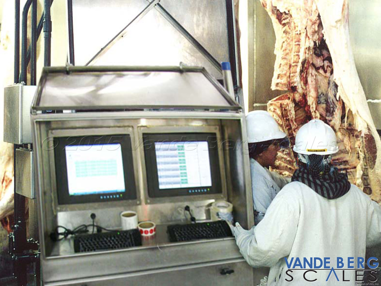Our industrial touchscreens can withstand the harsh washdown environments of slaughterhouses and harvesting facilities.