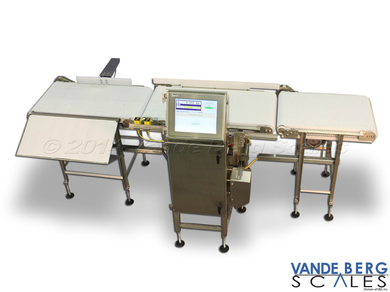 In-Motion checkweigher with infeed conveyor (right), 17-inch HMI touchscreen and outfeed conveyor with divert mechanism