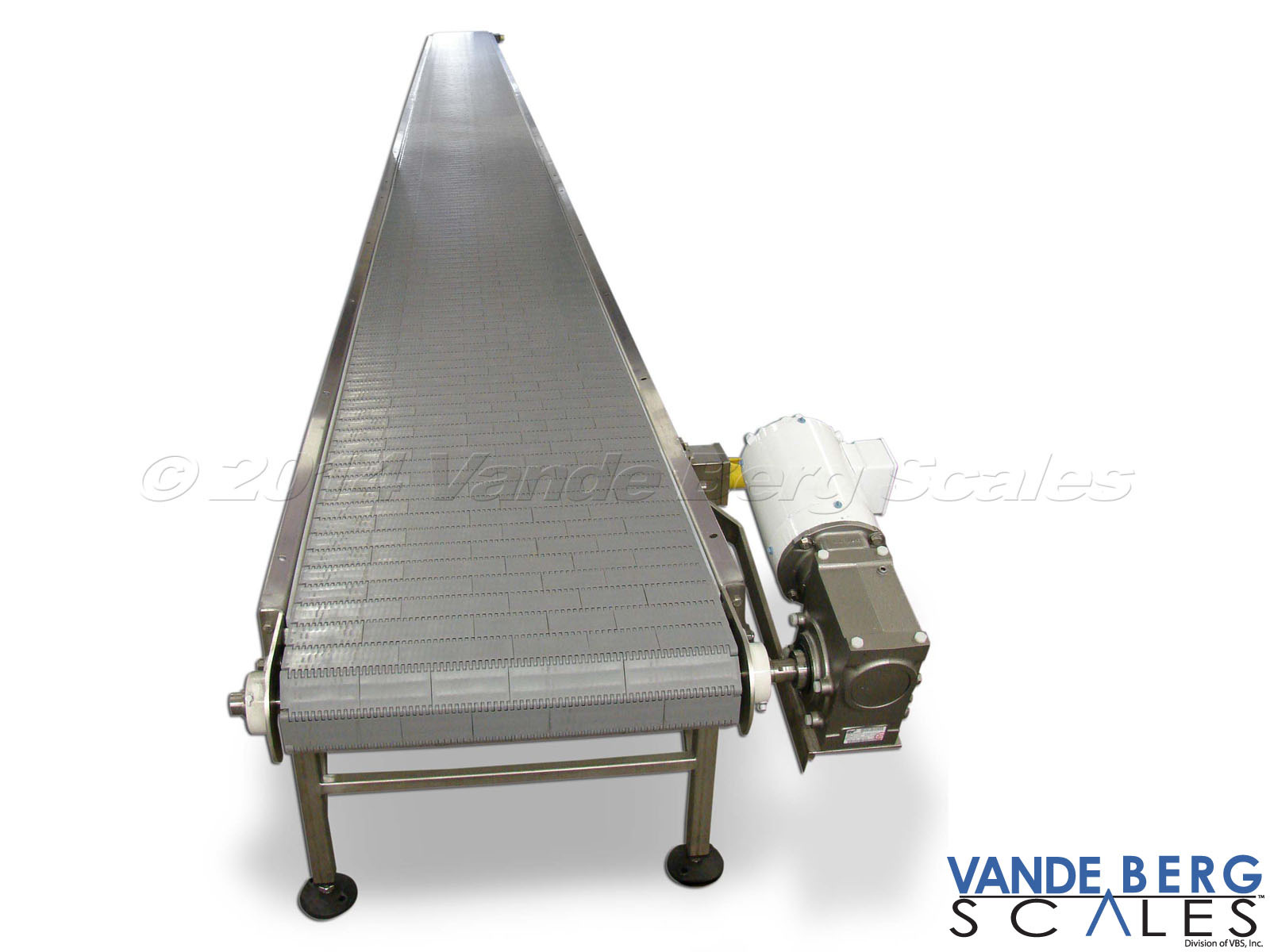 Box conveyor with flat-top belting and heavy duty motor enable long conveyor lengths