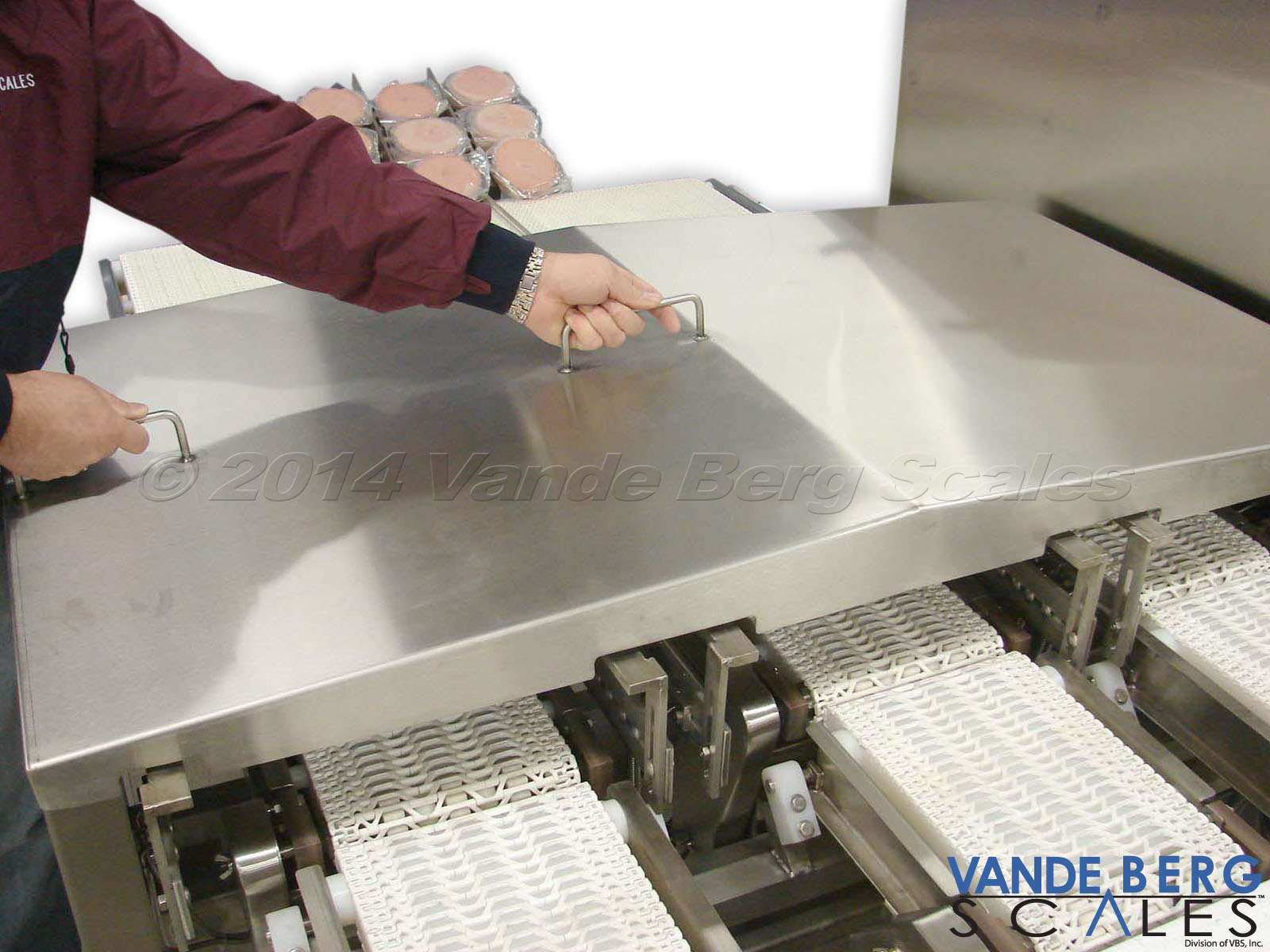 Large stainless steel draft shield ensures air movement does not affect weighments