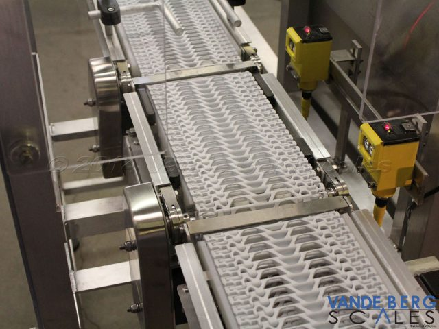 Stainless steel transition plates allow small diameter products to easily transfer.