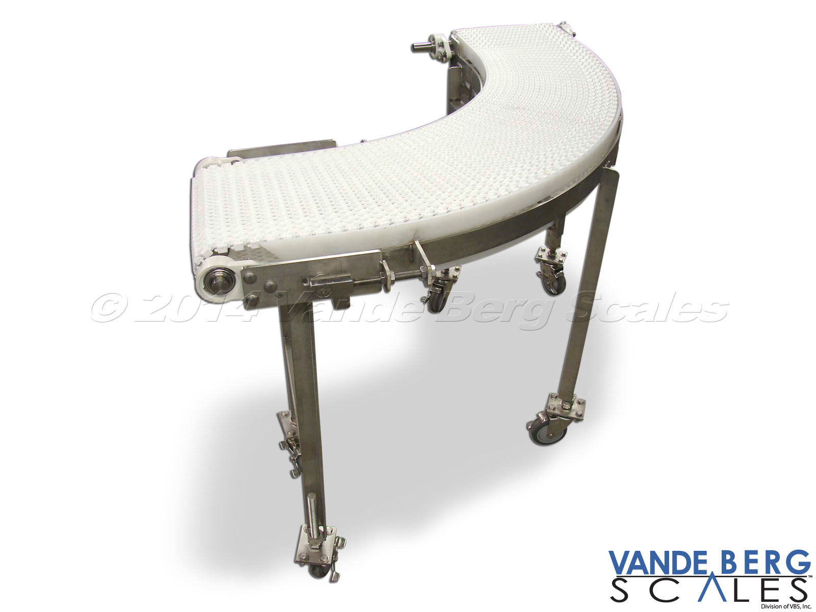 Portable powered washdown 90-deg curved conveyor easily connects two conveyor tangent points.
